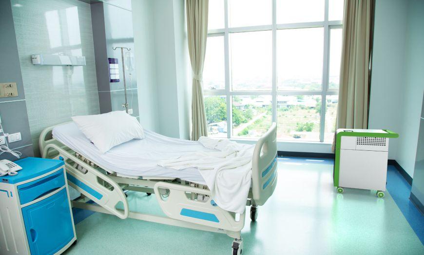 HEPA Luftreiniger in einem Patientenzimmer